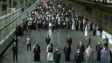 """بالفيديو لحظة وصول الأمير محمد بن سلمان لسباقات """"فورمولا إي..."""