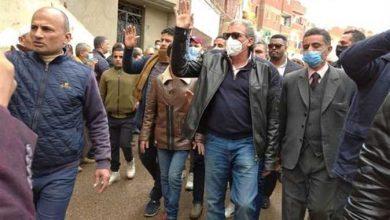 أول ظهور للمخرج خالد يوسف في جنازة شقيقه (بالصور)